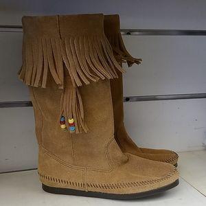 New Women's Minnetonka 1621 boot